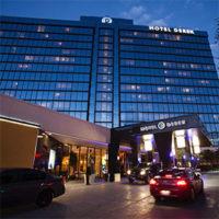 Hotel Derek.jpg